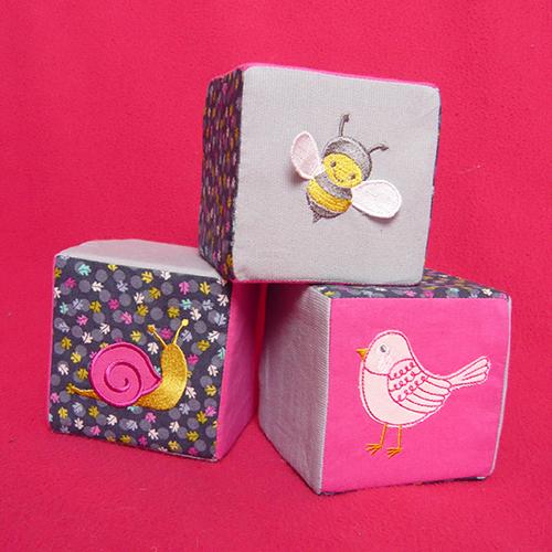 cubes-en-tissu-brodés01