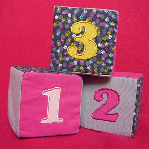 cubes-en-tissu-brodés02